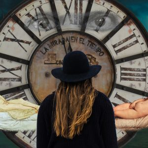Olympia de Manet y Venus de Urbino de Tiziano con ojos de Picasso, reloj grande y muchacha de espaldas. Loco Mundo Arte y Bohemia