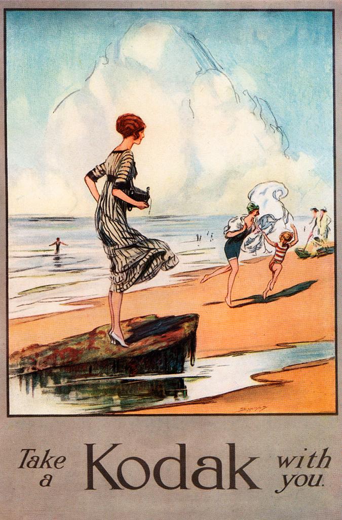 Cartel vintage, mujer en el mar con cámara subida en luna roca en la arena